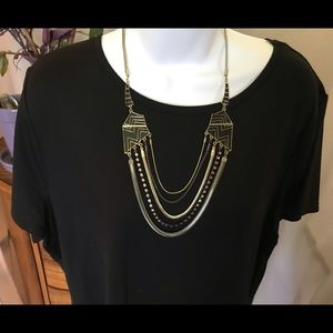 Jewelry - Dramatic goldtone and black necklace